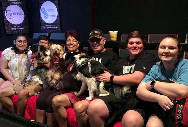 В Техасе, США, открылся кинотеатр для собачников
