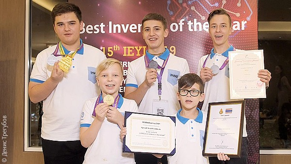 Юный россиянин получил в Джакарте золотую медаль за игрушку для кошки